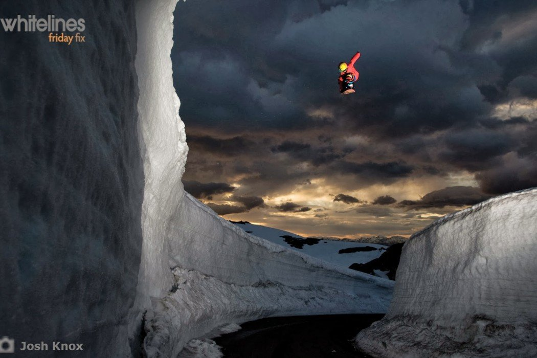 8 Best Snowboarding Wallpapers
