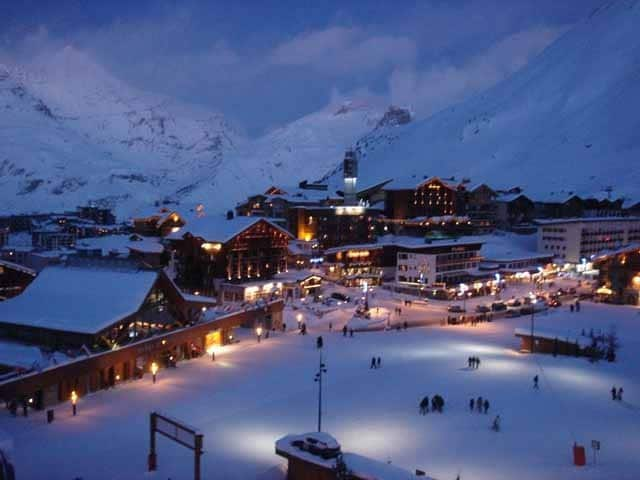 tignes_town_night