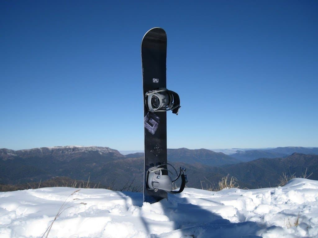 Snowboard-In-The-Snow2